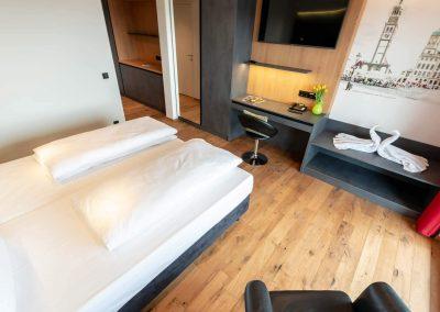 Doppelzimmer-Standard-Gesamt-2400x1350